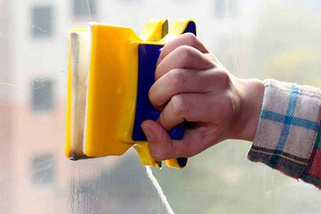 Лучшие магнитные щетки для мытья окон